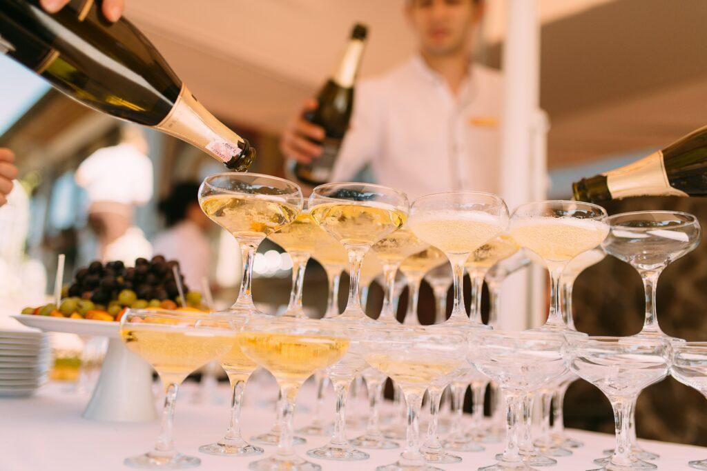 champagnetoren als toast
